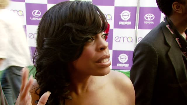 vídeos de stock e filmes b-roll de niecy nash on the importance of attending the event and on if the entertainment industry has a resposibility to spread environmental awareness at the... - wilshire ebell theatre