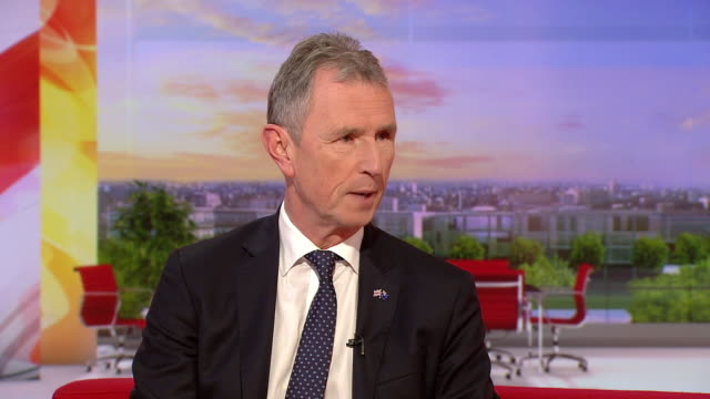 "vidéos et rushes de nigel evans comparing theresa may's new withdrawal agreement to ""rewatching titanic"", saying ""the ship sinks every time"" - épave"