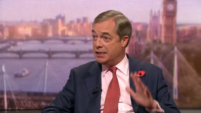 "vídeos y material grabado en eventos de stock de nigel farage criticising boris johnson's brexit deal as ""a remainer's brexit"" - bbc"