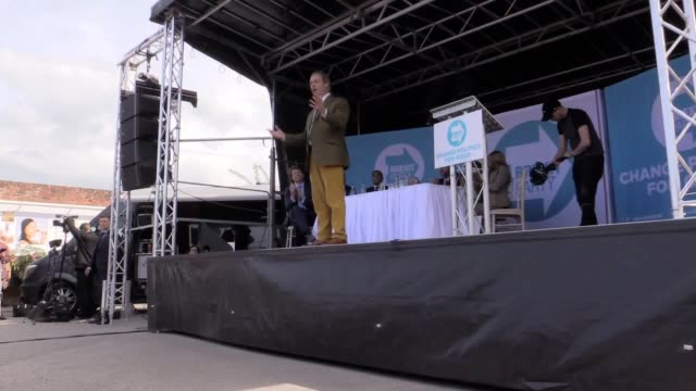 nigel farage speaks at a brexit party rally in chester, cheshire. the brexit party founder said the british public want to leave the european union... - 英国チェスター点の映像素材/bロール