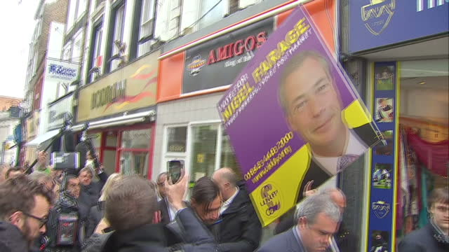 vídeos de stock e filmes b-roll de nigel farage ukip take final days campaigning to ramsgate shows exterior shots nigel farage talking to press while walking around the streets of... - ramsgate