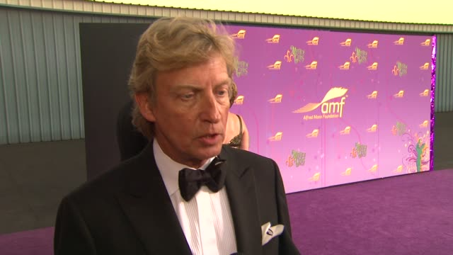 nigel lythgoe on what brings him out, his thoughts on occupy wall street, what he has to say to quincy jones and how long he's been a fan of him, if... - quincy jones stock-videos und b-roll-filmmaterial