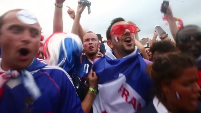 vidéos et rushes de ms nigerian and french fans watch their teams battle it out for a place in the quarter finals of the fifa 2014 world cup in brazil shot in rio de... - quart de finale