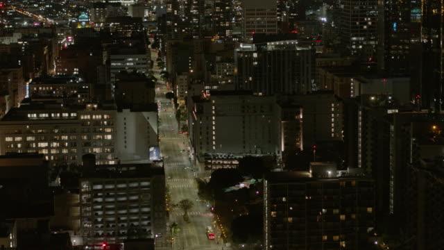 nattanten av tomma downtown los angeles gata under covid-19 pandemi - nedstängning bildbanksvideor och videomaterial från bakom kulisserna