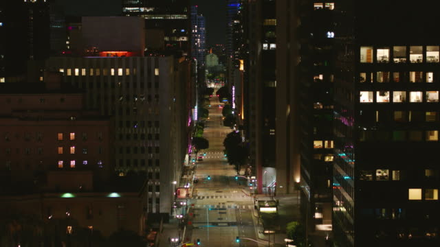 night aerial of empty downtown los angeles street during the covid-19 pandemic - dutcheraerials covid stock videos & royalty-free footage