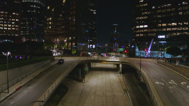 night aerial of empty downtown los angeles street during the covid-19 pandemic - quarantena video stock e b–roll