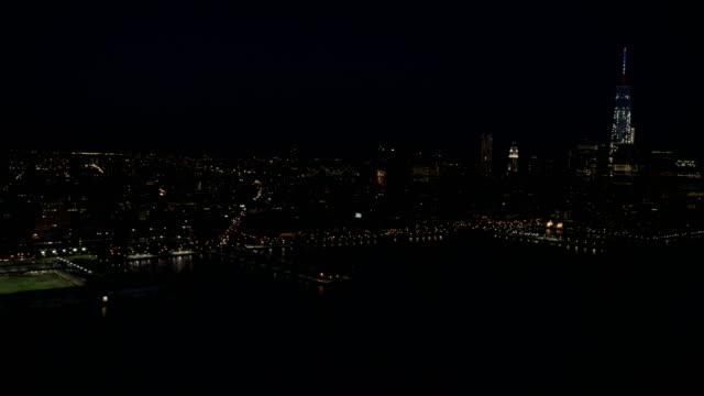 vídeos de stock e filmes b-roll de night aerial of new york city manhattan usa - world trade centre manhattan