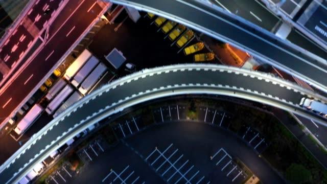 night aerial view of highway - 高速道路点の映像素材/bロール