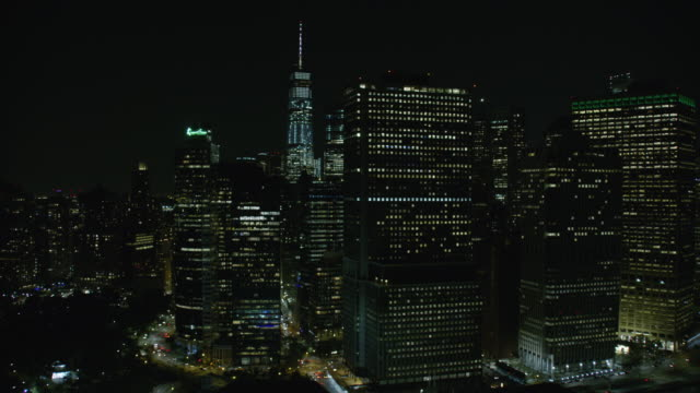 vídeos de stock e filmes b-roll de night aerial view of new york city skyline - plano geral