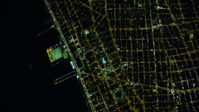 night aerial view of new york city streets in manhattan - 高い点の映像素材/bロール
