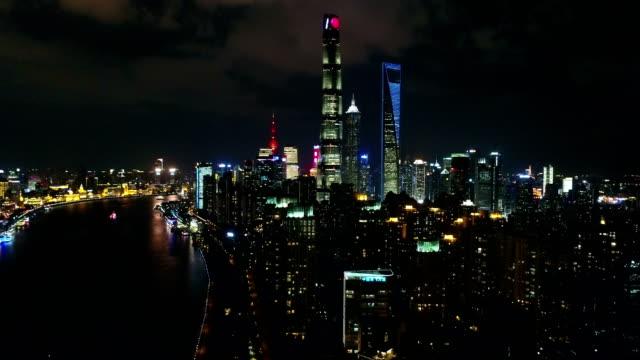 vídeos de stock e filmes b-roll de night aerial view of shanghai city,shot by drone - expansão urbana