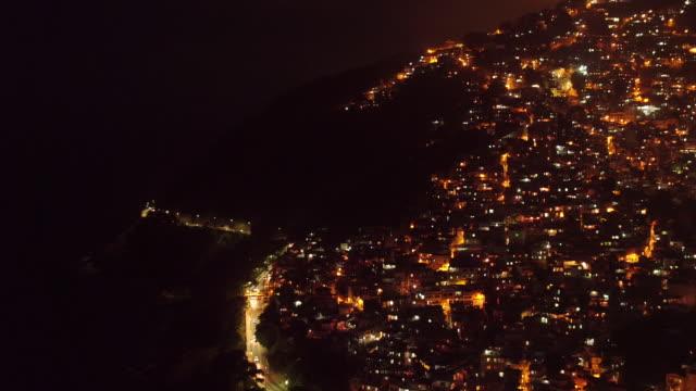 vídeos de stock e filmes b-roll de night aerial view of vidigial - favela