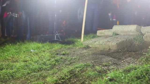 夜の自転車 racers ジャンプであろう。 - ナイトイン点の映像素材/bロール