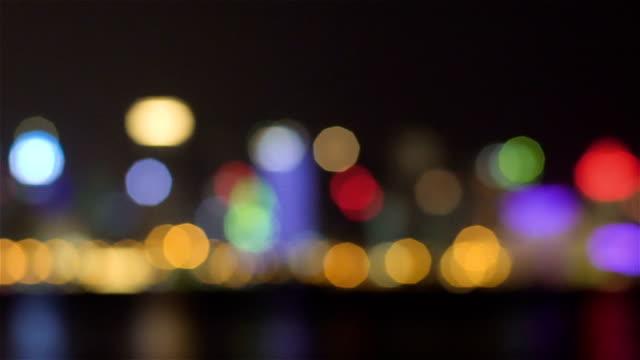 ボケ背景の夜の軽食 - 燃焼煙突点の映像素材/bロール