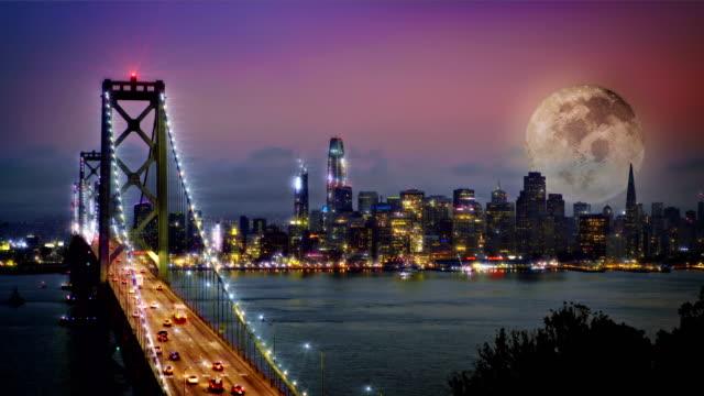 vidéos et rushes de nuit, pont et la lune avec fond de ville - california street san francisco