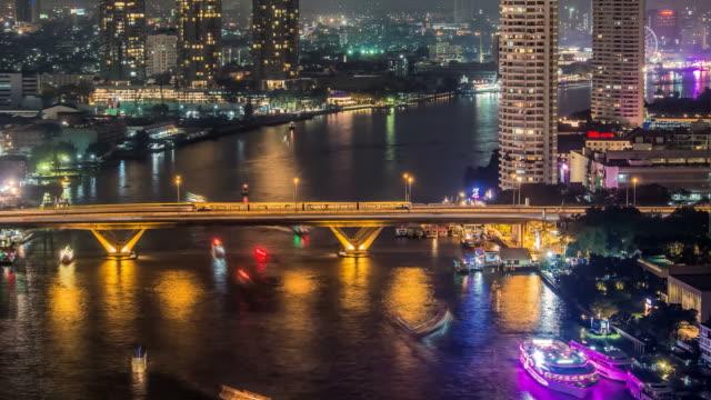 vidéos et rushes de night bridge - monument