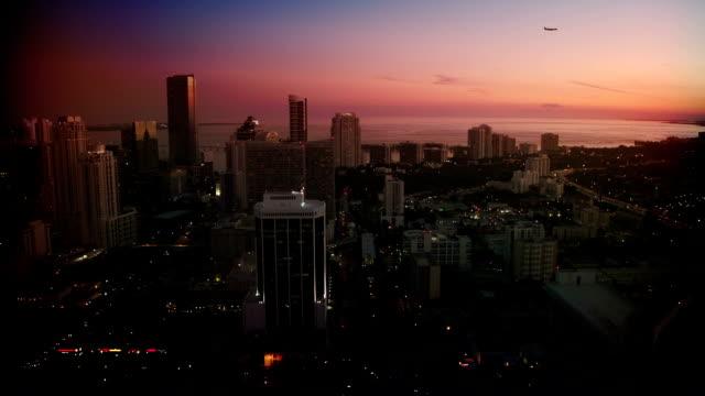 夜の街、マイアミ - moving down点の映像素材/bロール