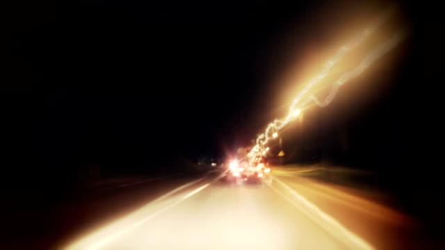 vidéos et rushes de timelapse-ville de nuit - boire et conduire