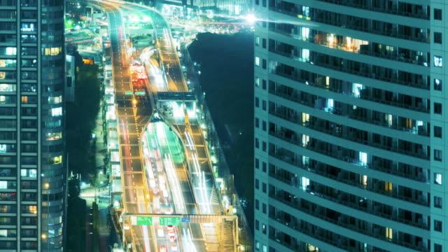 night city trafik jam time lapse, panorera till höger - fönsterrad bildbanksvideor och videomaterial från bakom kulisserna