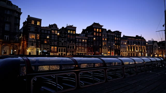 night city view of amsterdam, the netherlands - row house stock videos & royalty-free footage