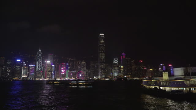 stockvideo's en b-roll-footage met night cityscape of victoria harbour / hong kong - straatnaambord