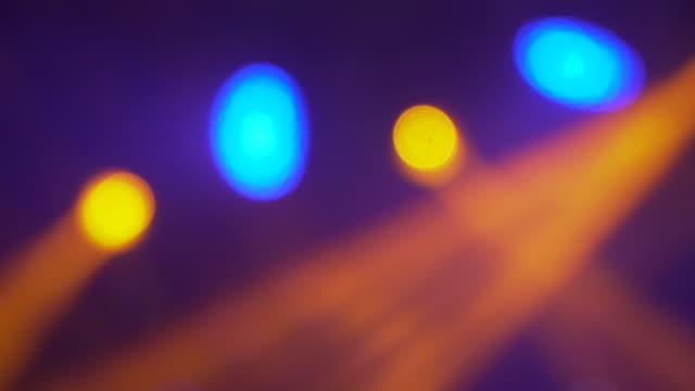 vidéos et rushes de équipement d'éclairage de boîte de nuit, fond bouclé - lumière disco