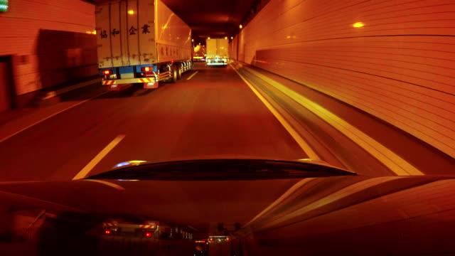 vídeos y material grabado en eventos de stock de noche de conducción: 4 k - plusphoto