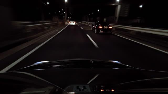 夜の運転-4 k - フロントガラス点の映像素材/bロール