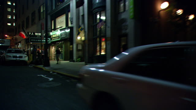 vídeos de stock, filmes e b-roll de ds night driving in a dark section of midtown manhattan / new york city, new york, united states - passear sem destino