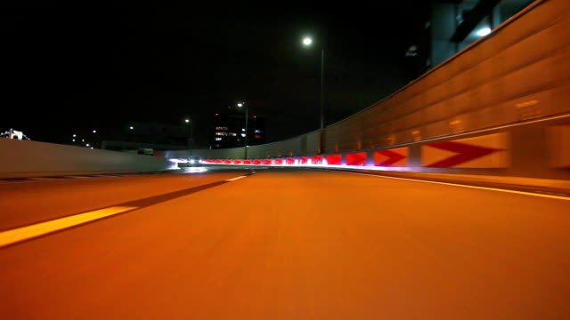東京の夜のお車で、背面ビュー、タイムラプス - 乗物後部から見た視点点の映像素材/bロール