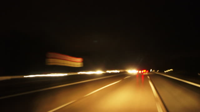 stockvideo's en b-roll-footage met night driving on highway (time lapse) - geschwindigkeit