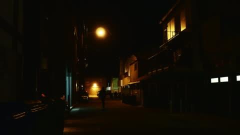 night exterior alley in venice beach - 路地点の映像素材/bロール