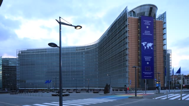 stockvideo's en b-roll-footage met night falls over the berlaymont, the headquarters of the european commission, during the coronavirus pandemic on may 1, 2020 in brussels, belgium. - europese unie