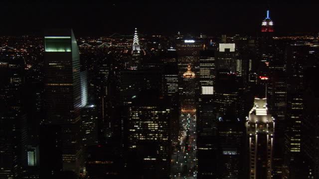 night flight eastward across midtown manhattan. shot in 2005. - artbeats stock videos & royalty-free footage