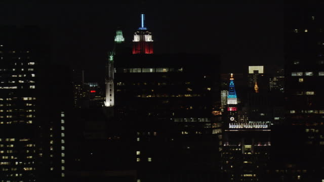 night flight past empire state building and surroundings. shot in 2005. - artbeats stock videos & royalty-free footage