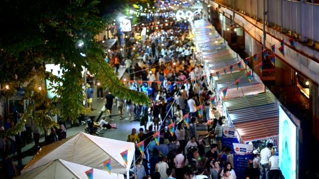 mercato notturno di notte - mercato all'aperto video stock e b–roll