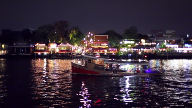 night market at river - vagare senza meta video stock e b–roll