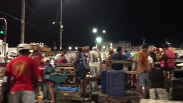 vídeos de stock e filmes b-roll de night market in belém do pará - plano charriot