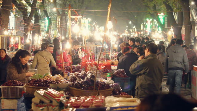 ls night market/xian,shaanxi,china - nachtmarkt stock-videos und b-roll-filmmaterial