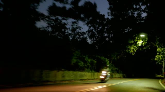 vídeos y material grabado en eventos de stock de montar en taiwán de la moto de noche - ciclomotor vehículo de motor