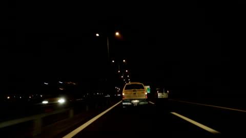 vídeos y material grabado en eventos de stock de noche en la carretera - accidente de tráfico