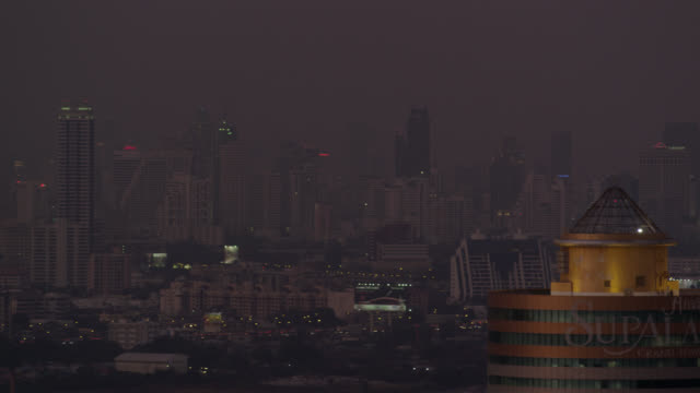 LS PAN night over Bangkok city center (Sathorn and Silom areas), RED R3D 4K