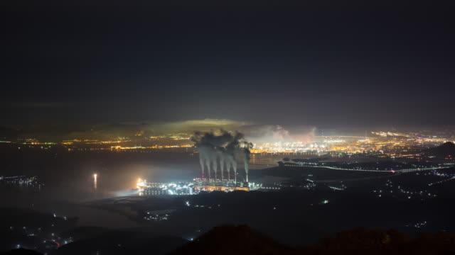 night power plant view from geumosan mountain / hadong-gun, gyeongsangnam-do, south korea - fossiler brennstoff stock-videos und b-roll-filmmaterial