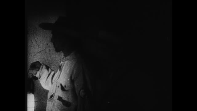 vídeos de stock, filmes e b-roll de night prison guard opening barrack door, inspecting bunks w/ lantern. bed check. - territórios ultramarinos franceses