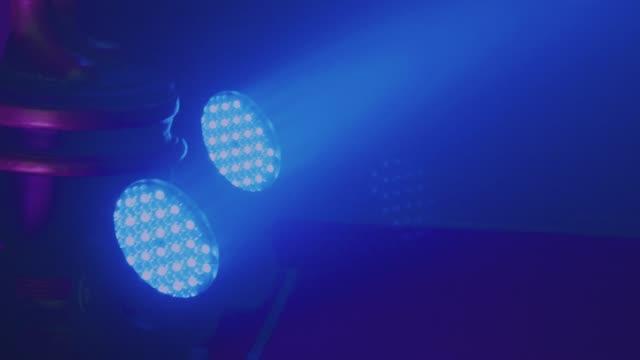 nächtliche szene in party night-club - verherrlichung stock-videos und b-roll-filmmaterial