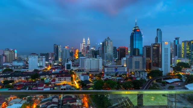 4k night scene time lapse  sky line and metro sky train of kuala lumpur city, malaysia - cultura malesiana video stock e b–roll