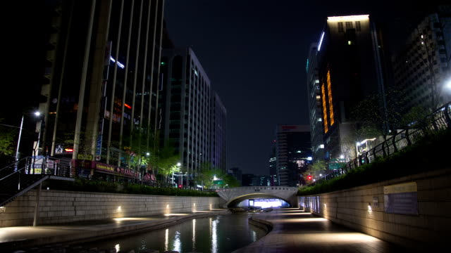 night scenery of cheonggyecheon stream - arch stock videos & royalty-free footage