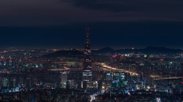 stockvideo's en b-roll-footage met night scenery of downtown area around lotte world tower and han river / jamsil-dong, songpa-gu, seoul, south korea - straatnaambord