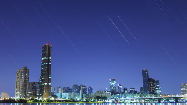 night scenery of yeouido business district with 63 building - 流星点の映像素材/bロール