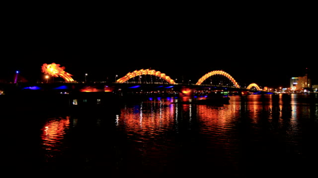 night scenery view of dragon-shape bridge in danang - ダナン点の映像素材/bロール